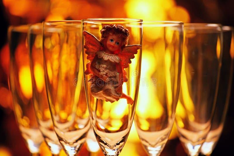 Studio di vetro di angelo del champagne di nozze fotografie stock libere da diritti