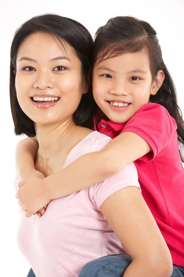 Studio die van Chinese Moeder en Dochter is ontsproten stock afbeelding