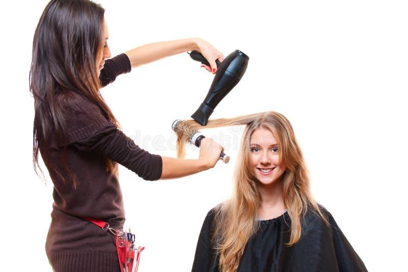 Studio die van kapper met hairdryer is ontsproten stock foto's