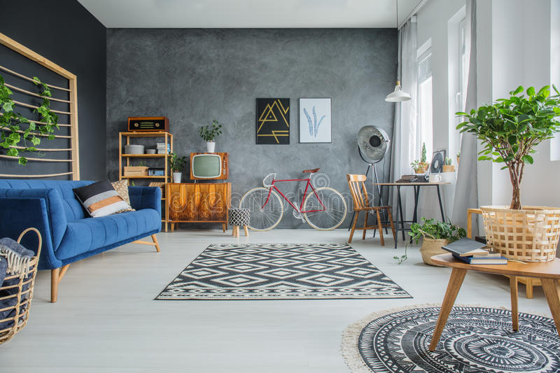 Studio met uitstekend meubilair stock fotografie