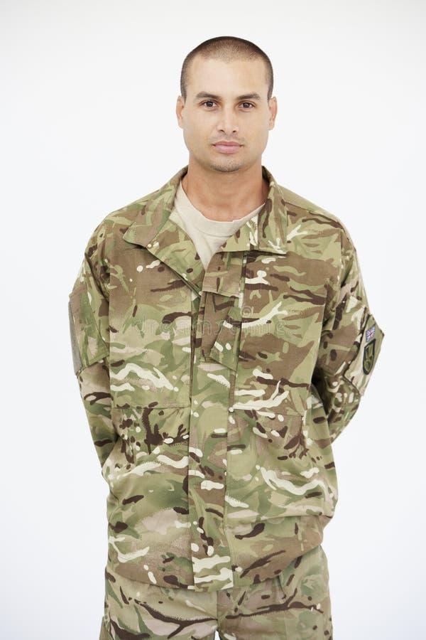 Studio-Porträt des Soldaten Wearing Uniform stockfoto