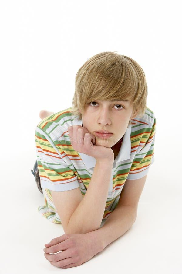 Studio-Portrait des ernsten Teenagers stockfotos
