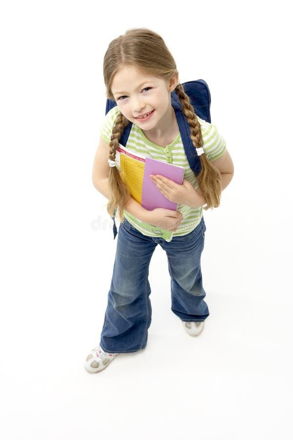 Studio-Portrait des lächelnden Mädchen-Holding-SchuleBoo stockfoto