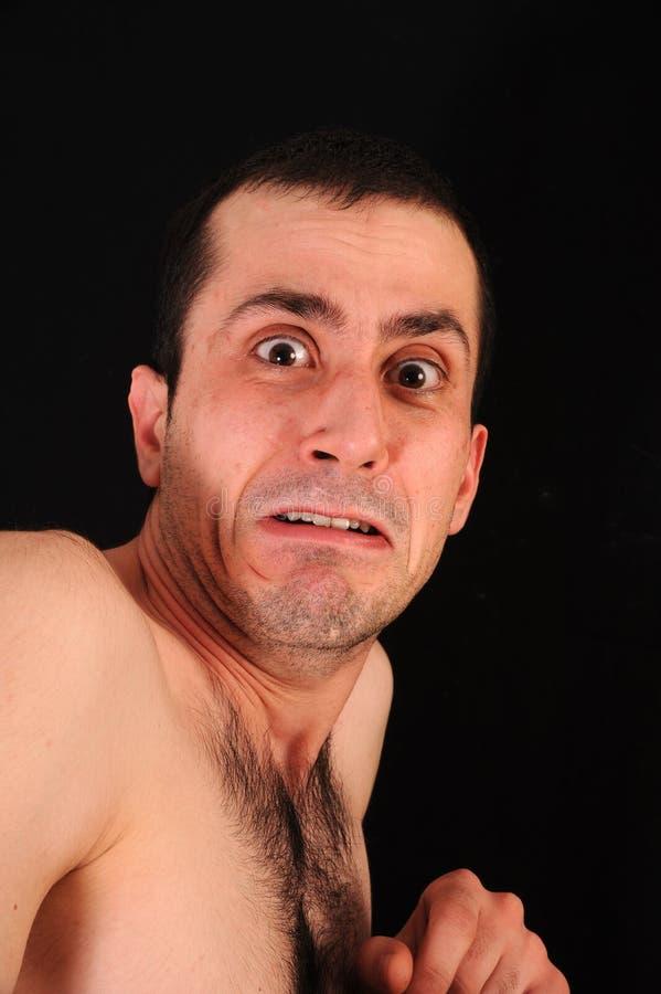 Studio portret eines erschrockenen Mannes lizenzfreie stockfotografie