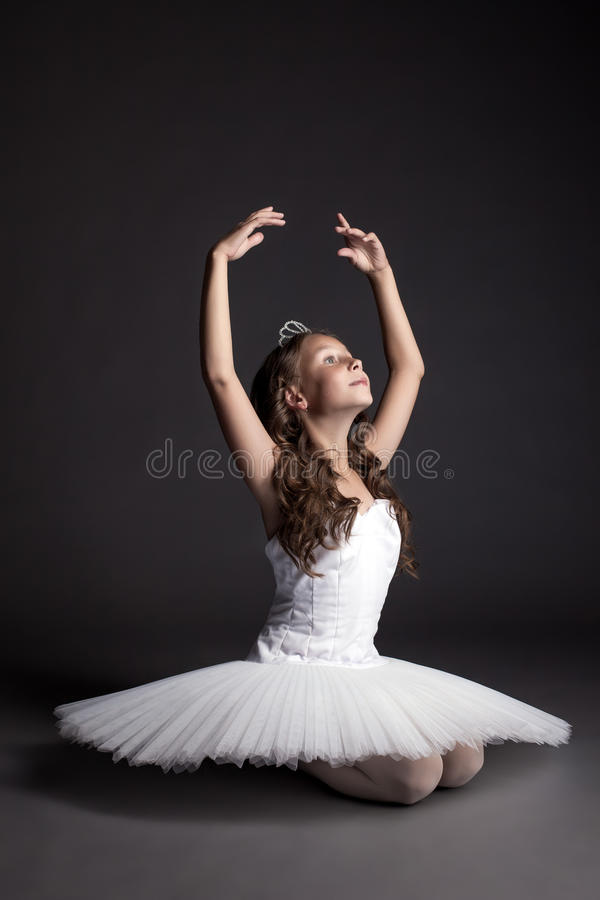 Studio som skjutas av drömlik behagfull ballerina royaltyfri bild