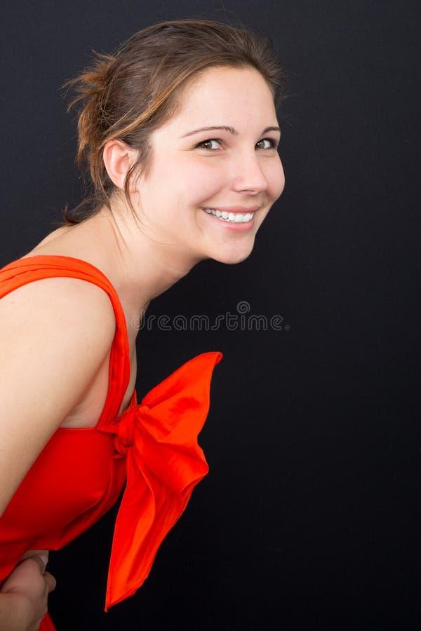 studio sorridente amichevole del ritratto della giovane donna fotografia stock libera da diritti