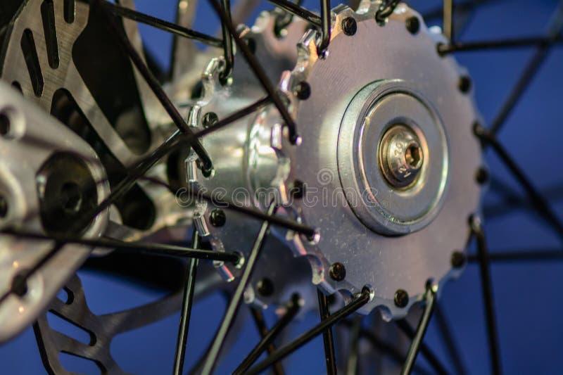 Studio sparato con la ruota di bicicletta Chiuda sul dettaglio con il whe della bicicletta fotografia stock libera da diritti