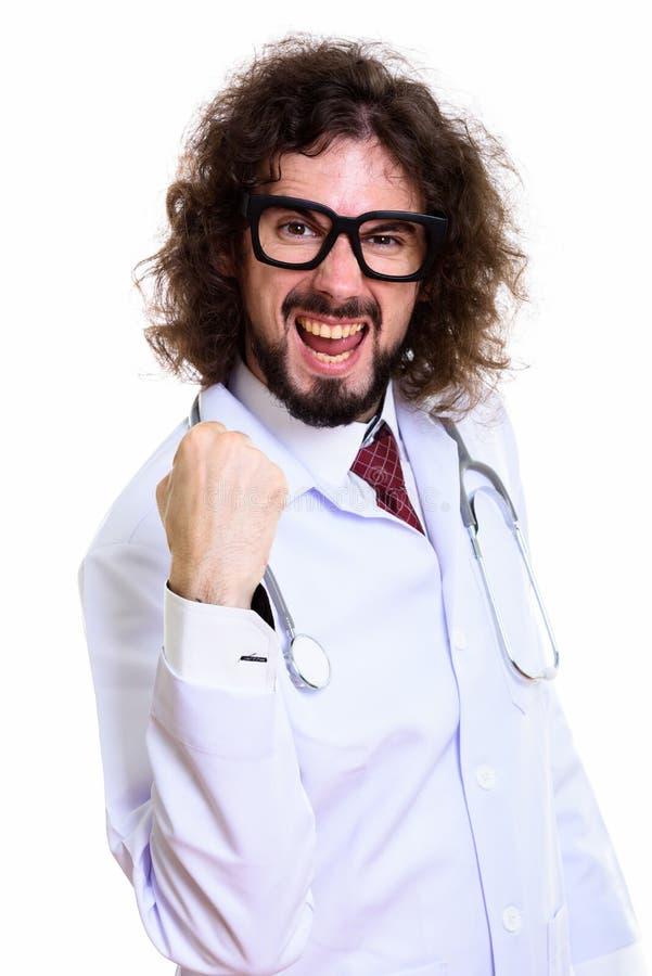 Studio sparato di medico felice dell'uomo che sorride e che sembra motivato immagini stock