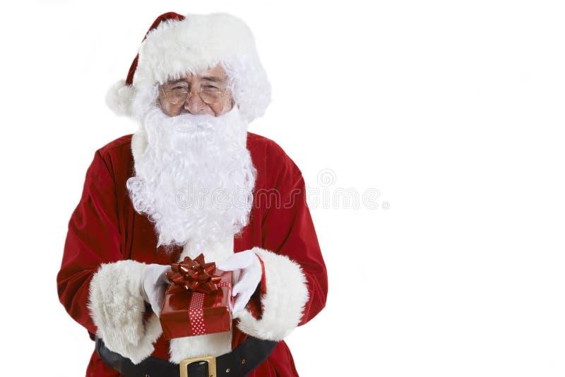 Studio strzał Święty Mikołaj mienia prezent Zawijająca teraźniejszość fotografia stock