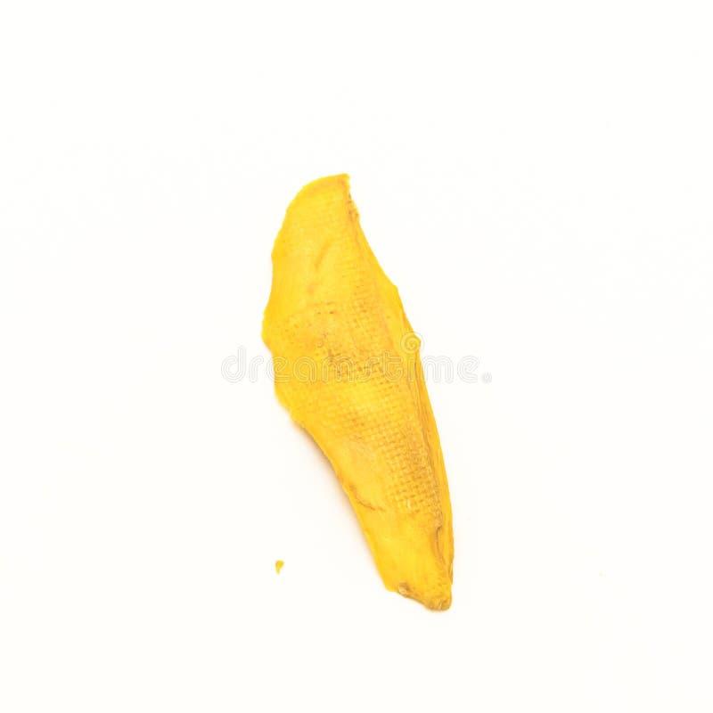 Studio strzału pojedynczy plasterek wysuszony organicznie mango odizolowywający na whit obrazy royalty free