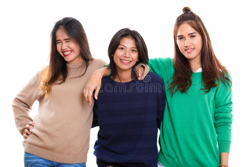 Studio strzelał trzy szczęśliwego młodego Azjatyckiego kobieta przyjaciela uśmiecha się tog zdjęcie royalty free
