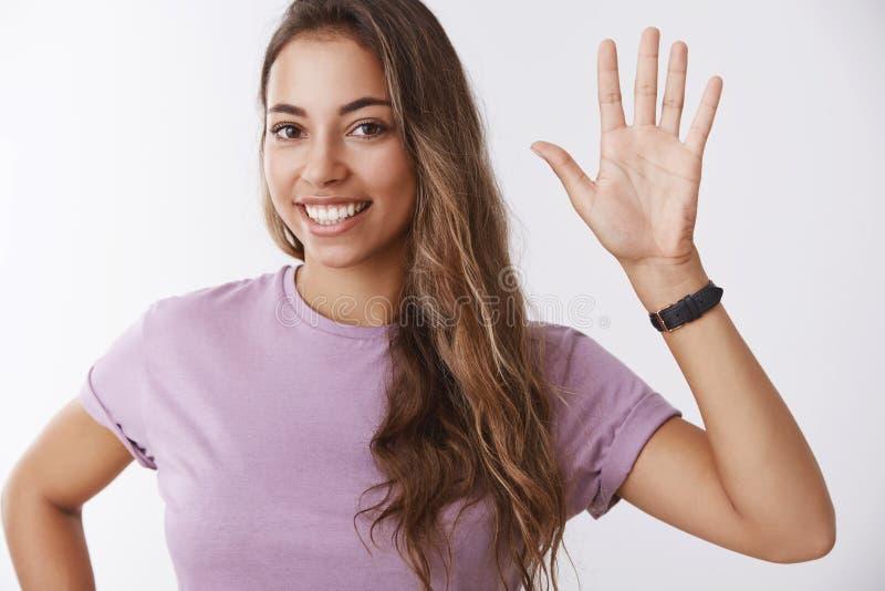 Studio strzelam powabny życzliwy otwarty jasnogłowy kobiety zgłaszać się na ochotnika chce brać udział uniwersytecką aktywności d zdjęcia stock