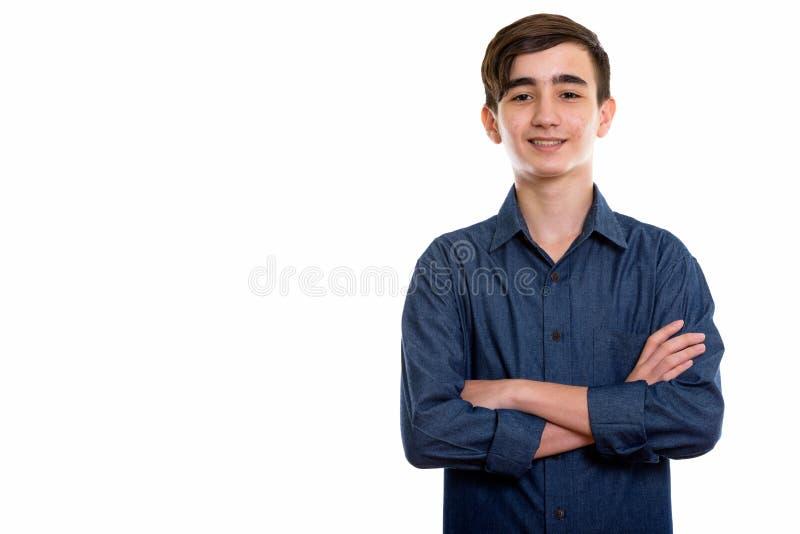 Studio tiré du jeune adolescent persan heureux souriant avec des bras photos stock