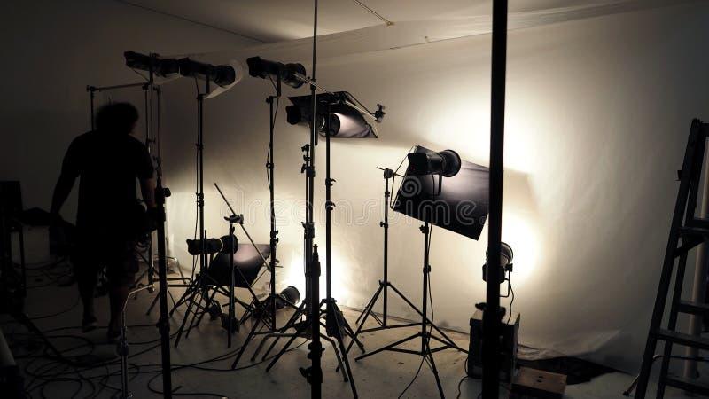 Studiobelysningaktivering för fotoskytteproduktion fotografering för bildbyråer