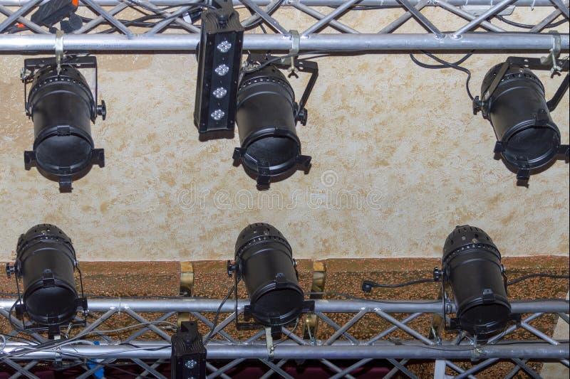 Studiobelysningfasta tillbehör, lampor i en nattklubb royaltyfria foton