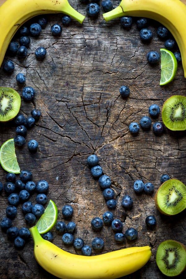 Studiofoto av olika frukter och grönsaker royaltyfri bild