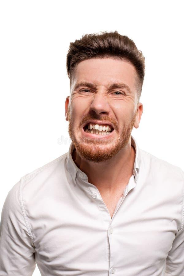 Studiofoto van een knappe mens in een wit die overhemd, over een witte achtergrond wordt geïsoleerd royalty-vrije stock afbeelding