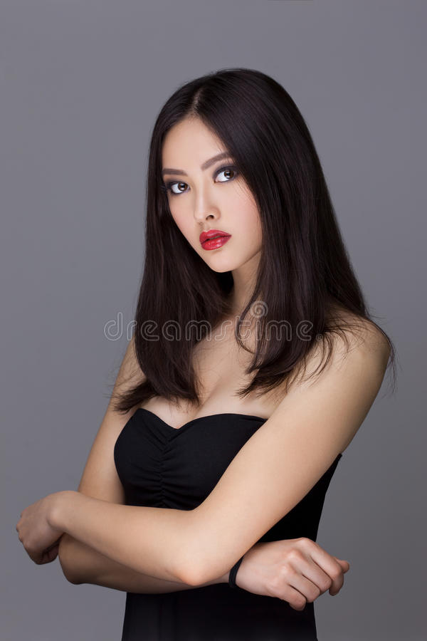 Studiomode som skjutas av asiatisk kvinna fotografering för bildbyråer