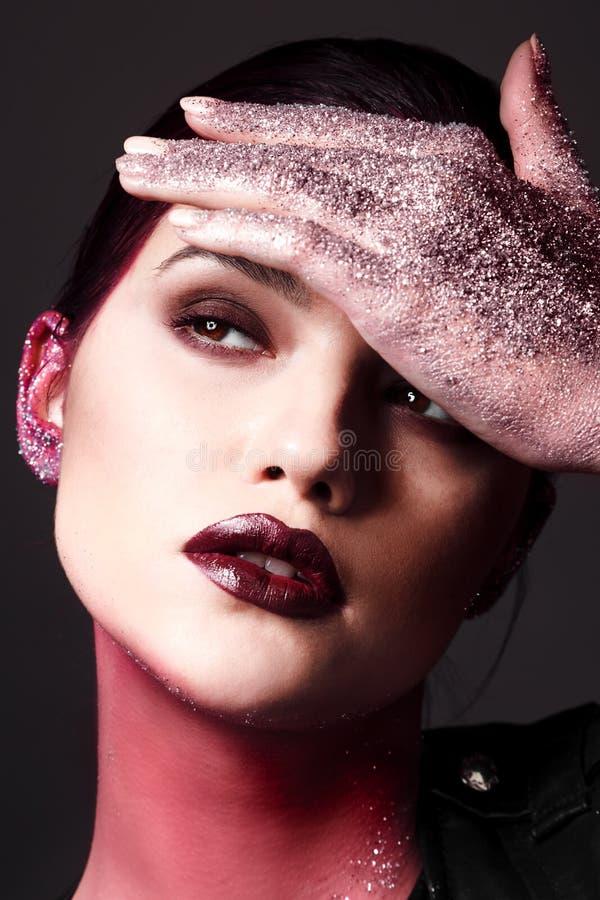 Studiomodeporträt der attraktiven Frau mit kreativem Make-up lizenzfreie stockbilder