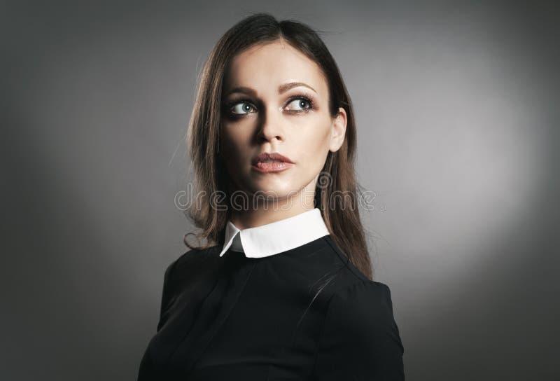 Studioportrait eines schönen Mädchens lizenzfreie stockbilder