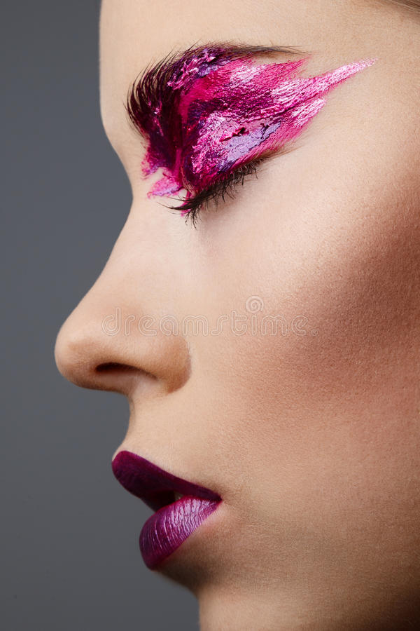 Studioportret van beautyful vrouw met creatieve samenstelling stock afbeeldingen