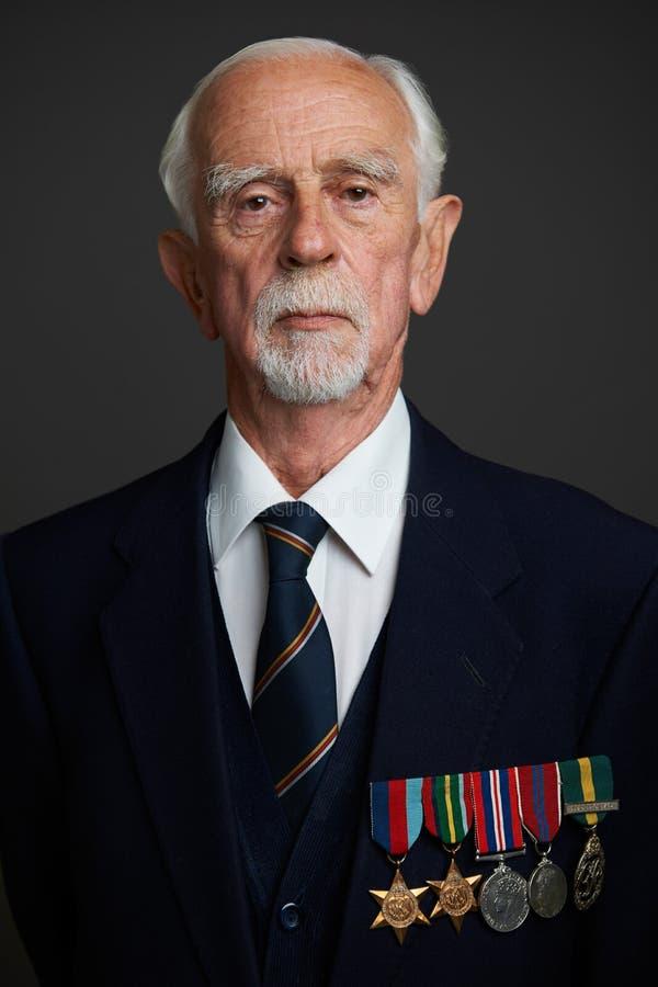 Studioportret van de Hogere Mens die Medailles dragen royalty-vrije stock foto's