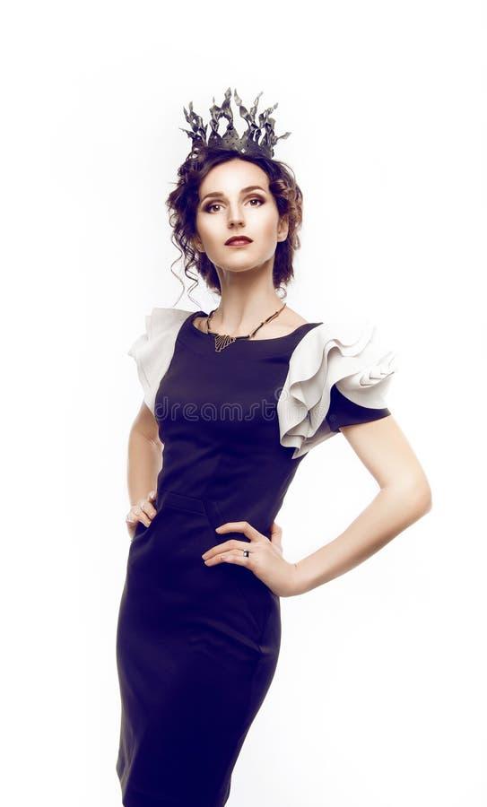 Studioportret van een mooi brunette met een kroon royalty-vrije stock foto