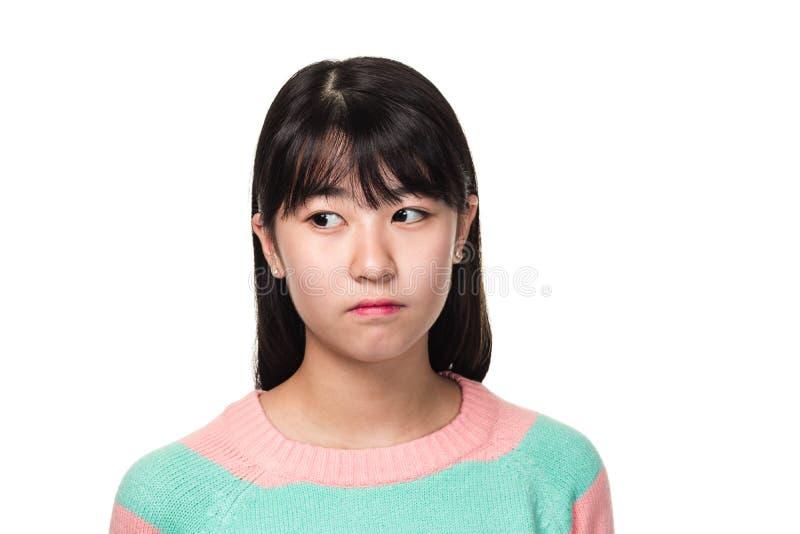 Studioportret van een tiener Aziatische vrouw die van het Oosten zijdelings kijken stock afbeelding