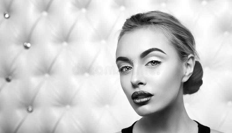 Studioportret van sexy blond royalty-vrije stock afbeelding