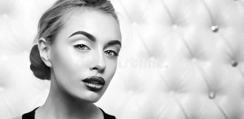 Studioportret van sexy blond stock fotografie