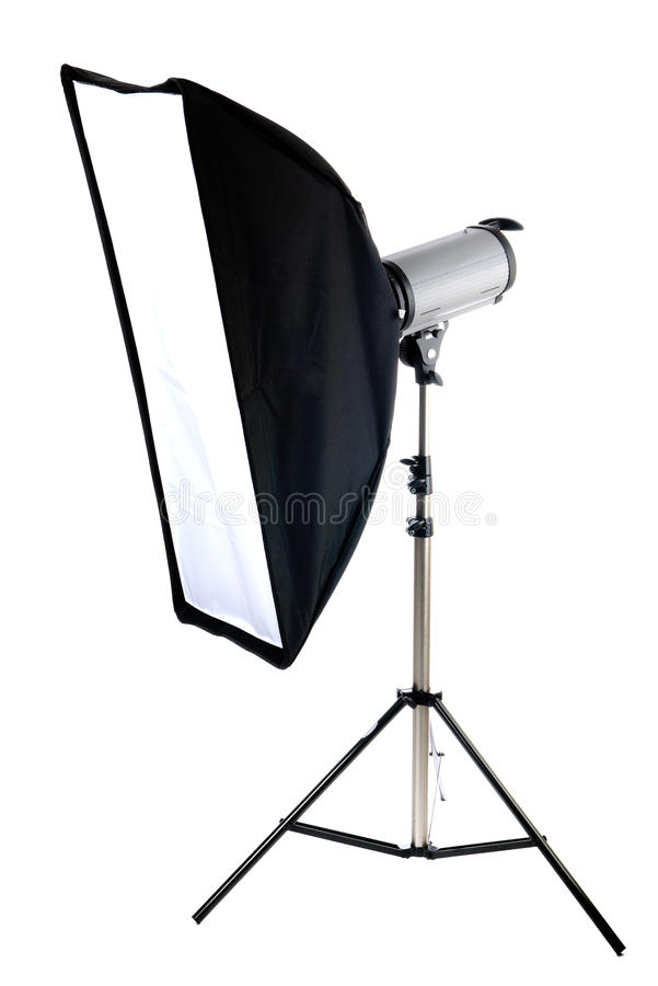 Studioröhrenblitz mit dem softbox getrennt auf dem Weiß lizenzfreie stockfotos