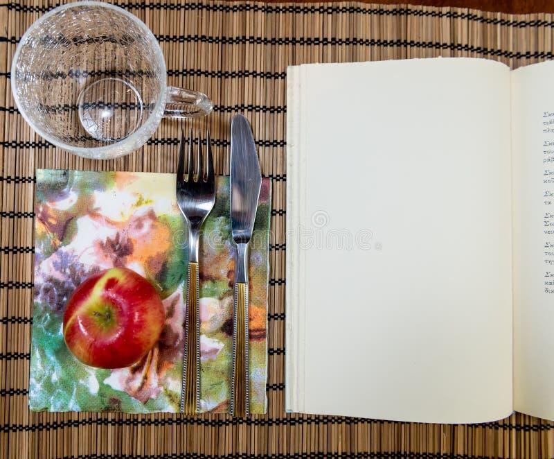 Studiowanie i jedzenie zdjęcie royalty free