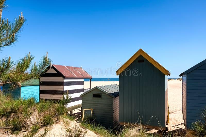 STUDNIE NASTĘPNIE morze, NORFOLK/UK - CZERWIEC 3: Niektóre jaskrawy coloured zdjęcie stock