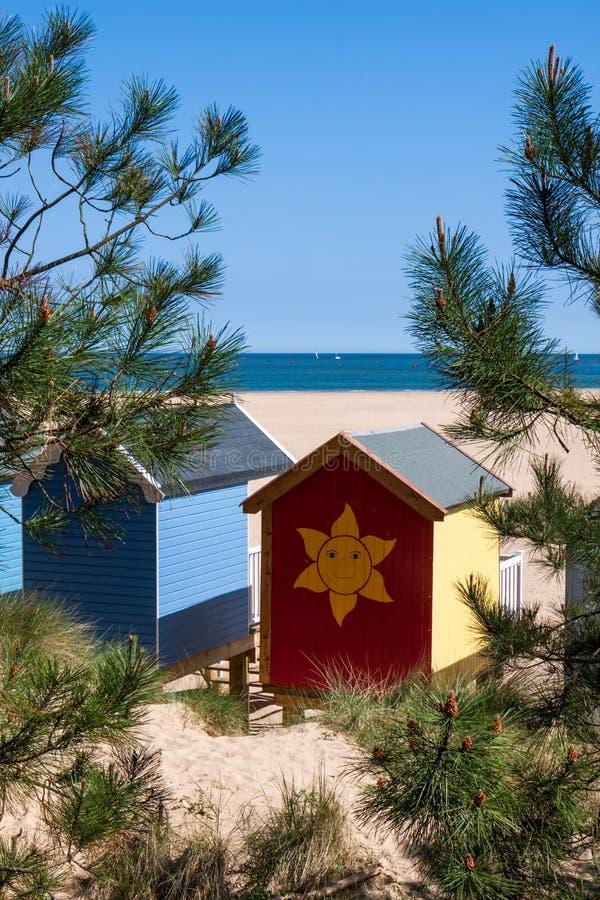 STUDNIE NASTĘPNIE morze, NORFOLK/UK - CZERWIEC 3: Niektóre jaskrawy coloured obrazy stock