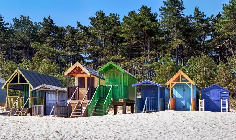 STUDNIE NASTĘPNIE morze, NORFOLK/UK - CZERWIEC 3: Niektóre jaskrawy coloured zdjęcia royalty free