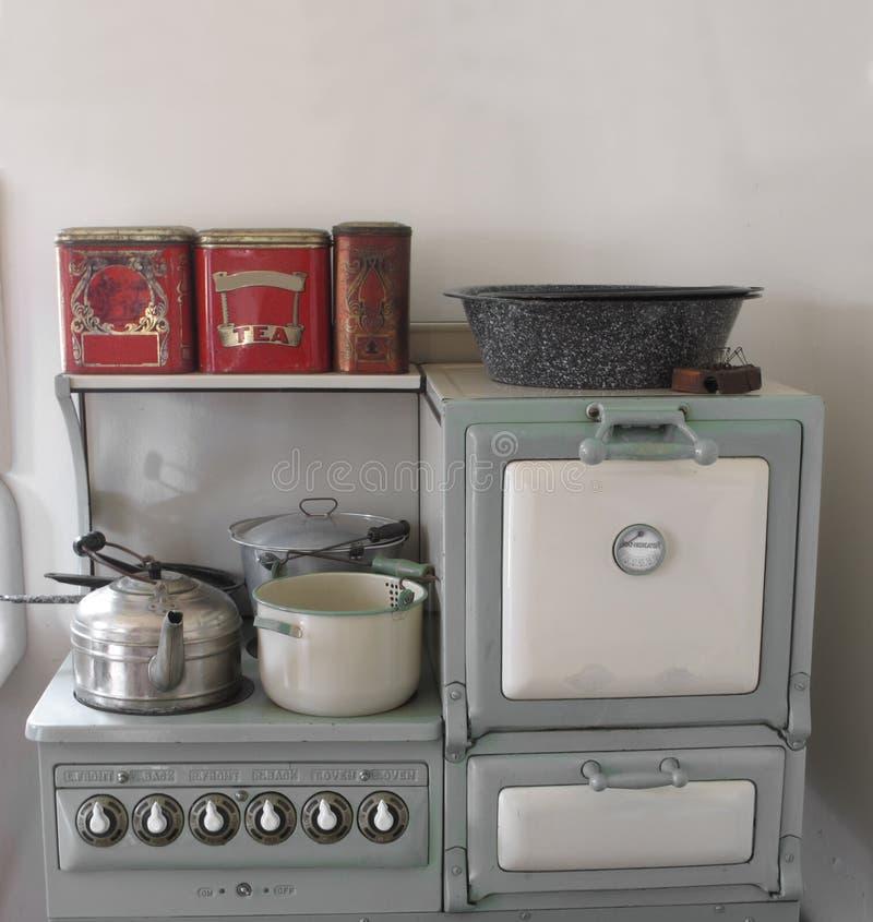 Stufa e forno di gas dell'annata. immagine stock
