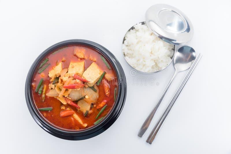 Stufato di Kimchi, chigae di kimchi, cucina coreana, minestra di kimchi con la stanza fotografie stock