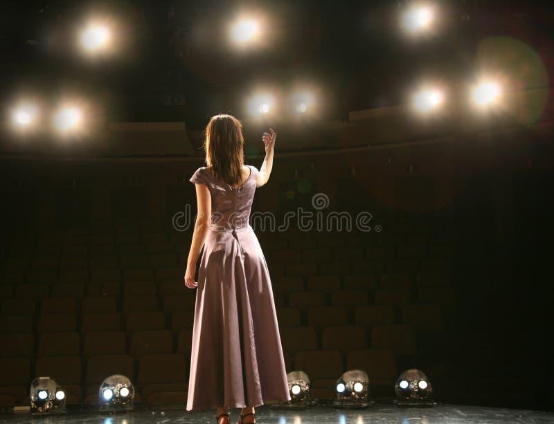 Download Stufe-Leuchten stockbild. Bild von unterhalter, schauspielerin - 4442717