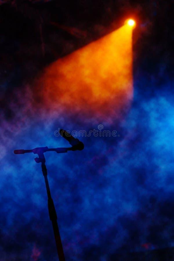 Stufe mit Rauche Hintergrund-mic mit Ausschnittspfad stockbilder
