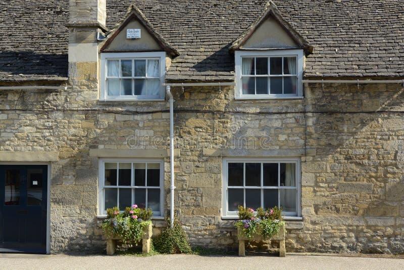 Stuga i Burford, Oxfordshire, England fotografering för bildbyråer