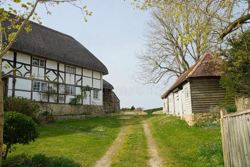stugan thatched traditionellt outbuildings royaltyfria foton