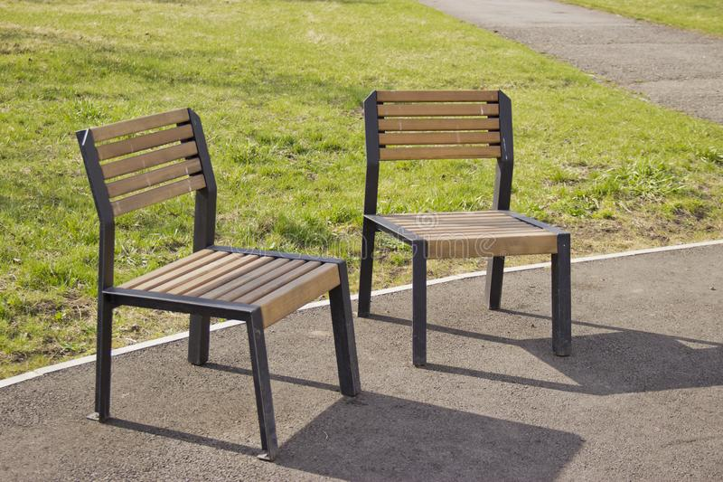 Stuhl auf der Straße für Rest stockfotografie