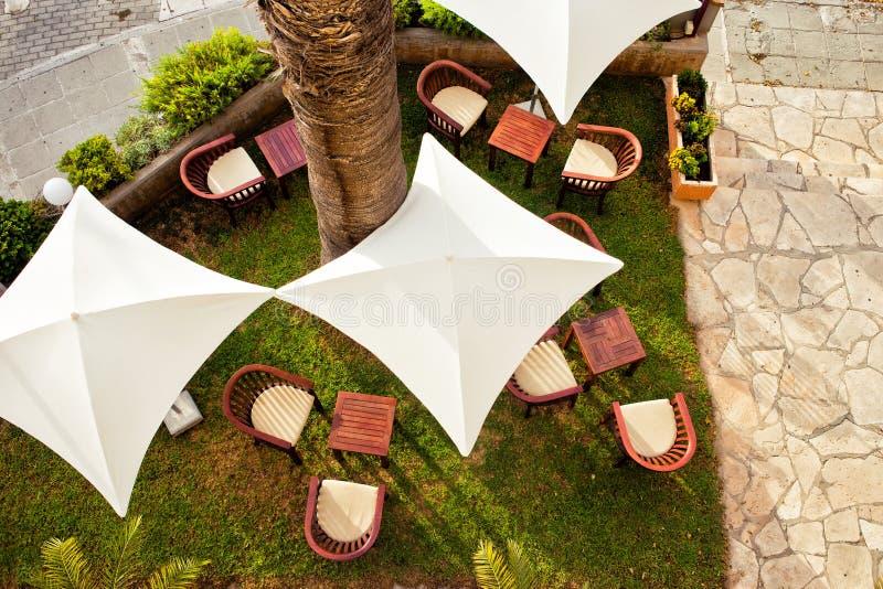 Nice Download Stuhl Im Freien Mit Regenschirm In Der Terrasse Stockbild   Bild:  64589917 Good Looking
