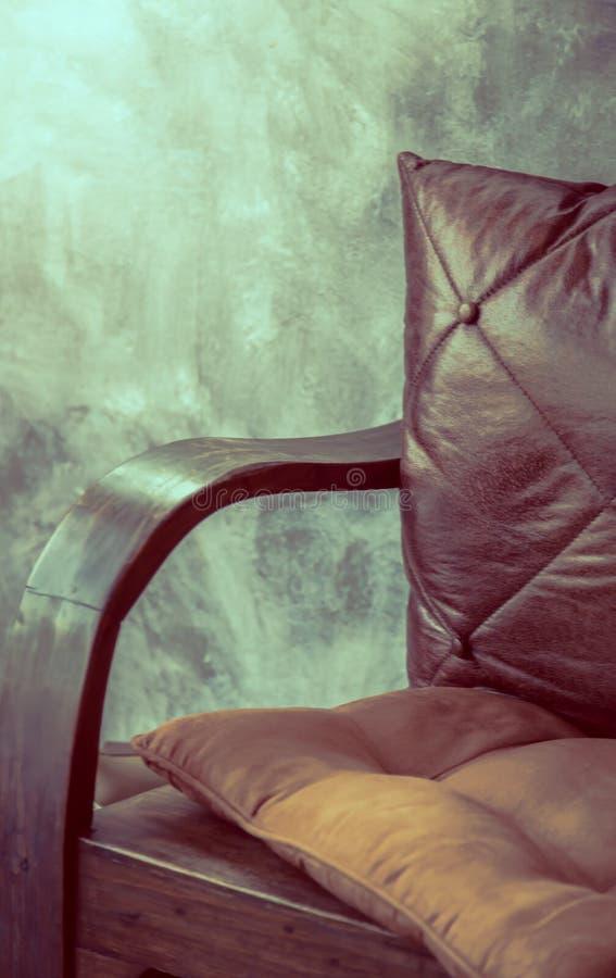 Stuhl nahe (gefilterter Bild verarbeiteter Weinleseeffekt etwas körniges) stockfotos
