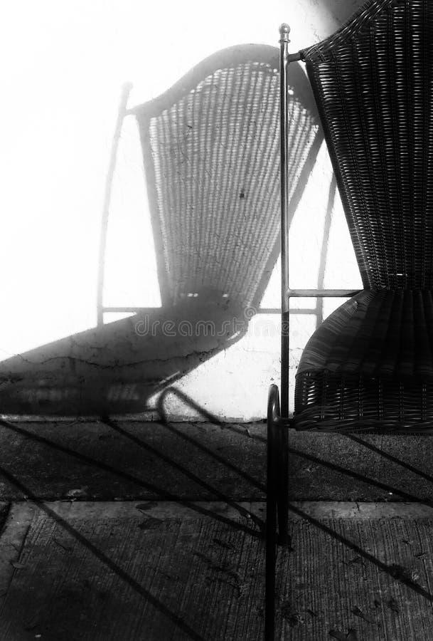 Stuhl und Schatten stockfotos