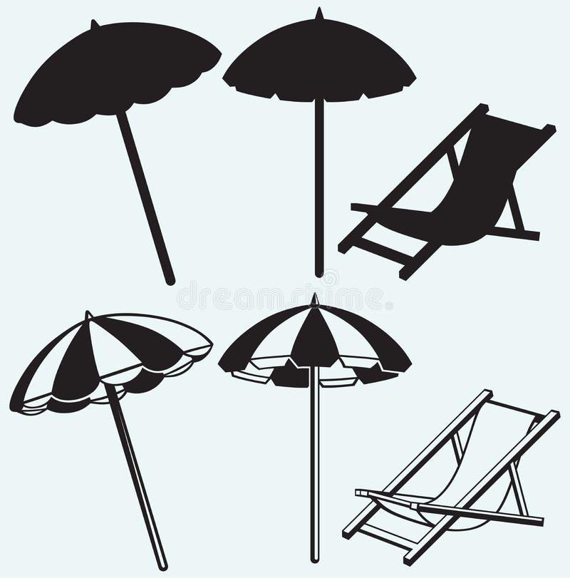 Stuhl und Strandschirm stock abbildung