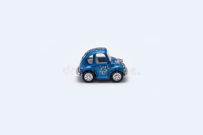 Stuk speelgoed auto op een witte achtergrond stock afbeelding