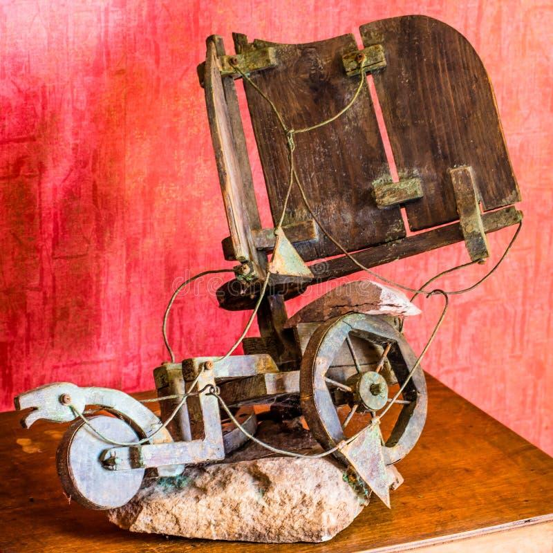 Stuk speelgoed blokkenwagen door kinderen wordt gemaakt dat royalty-vrije stock afbeeldingen