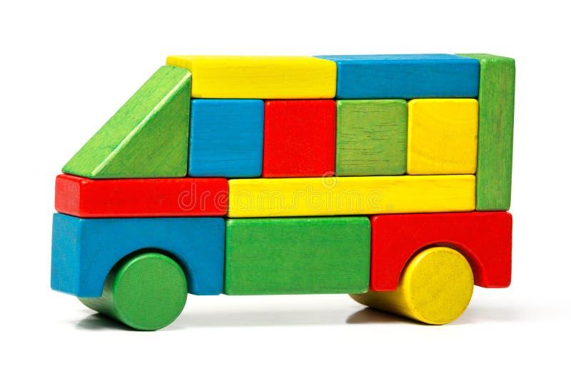 Stuk speelgoed bus, veelkleurige auto houten blokken, vervoer royalty-vrije stock foto
