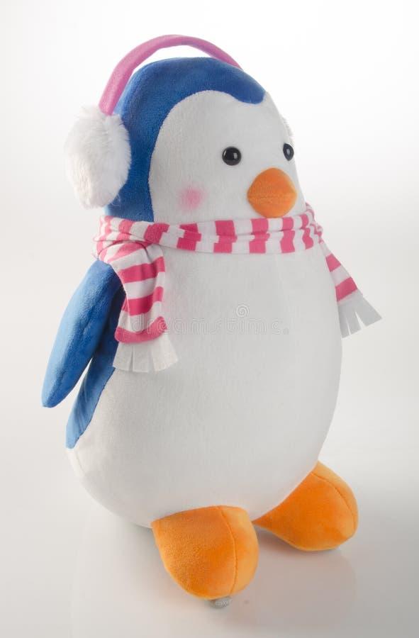 stuk speelgoed of grappige met de hand gemaakte stuk speelgoed pinguïnen op achtergrond royalty-vrije stock fotografie